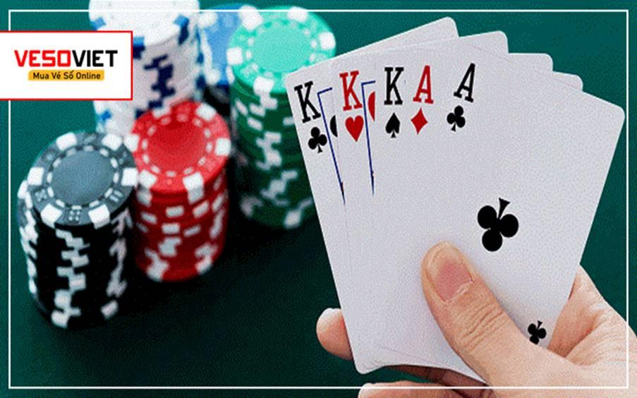 Mơ thấy mình đánh bài thì nên đánh số 01 - 28 -51
