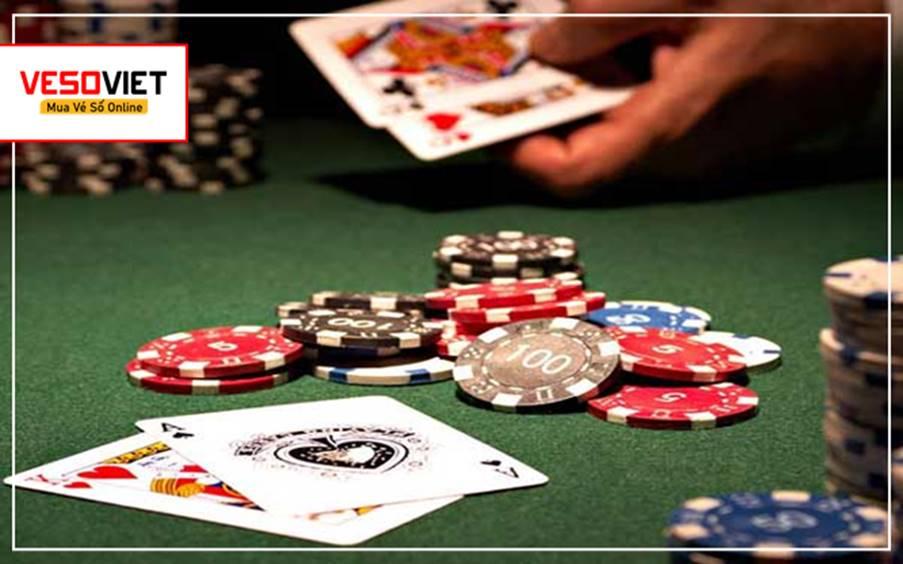 Đánh bài là một trò chơi tồn tại mặt tốt và xấu